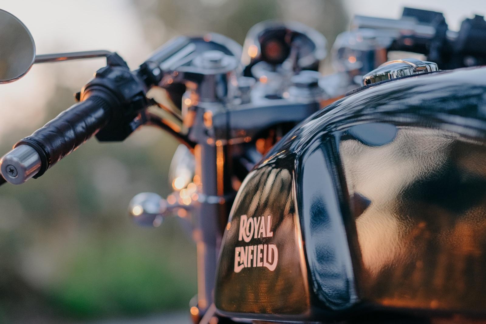 Fotógrafo de moda Portugal motas Royal Enfield Porto Scrambler caferacer